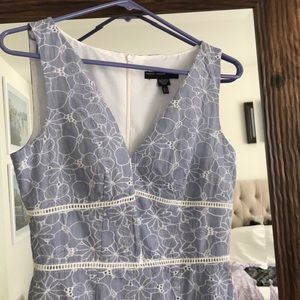 Maggy London Dresses - Maggy London embroidered dress size 4